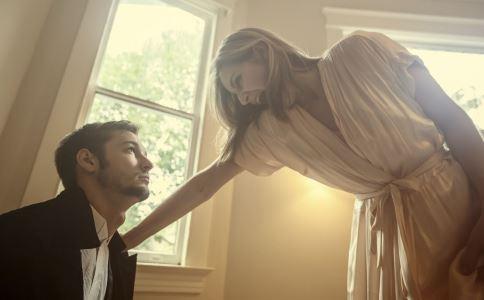 女人想吸引男人 不妨试试用9个小动作-春印堂专注于男性键康,专业印度代购,正品保证,全国包邮!让您拥有性福生活!
